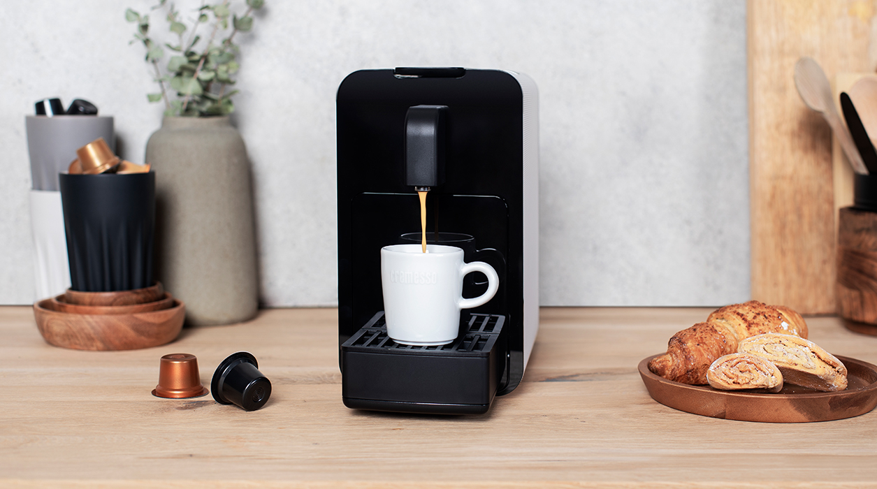 Viva B6 coffee machine in use